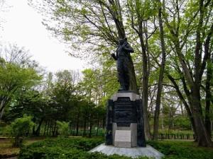 エドウィンダン彫像